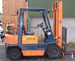 Gas powered forklift truck